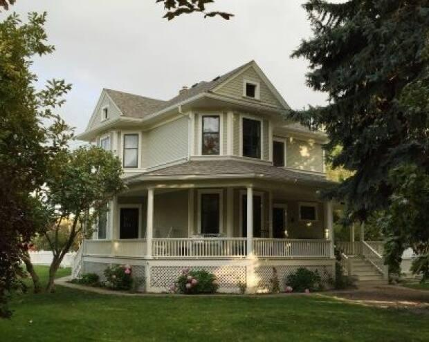 The J.N. Thompson House now owned by Shona Harrison was built in 1911 for a prominent Kelowna, B.C., orchardist named John Nelson Thompson. (Old Kelowna/Facebook - image credit)