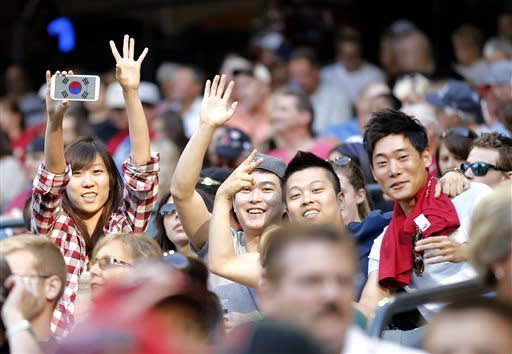 Fans of Los Angeles Dodgers pitcher Hyun-jin Ryu cheer during the first inning of a baseball game against the Arizona Diamondbacks, Saturday, April 13, 2013, in Phoenix. (AP Photo/Matt York)