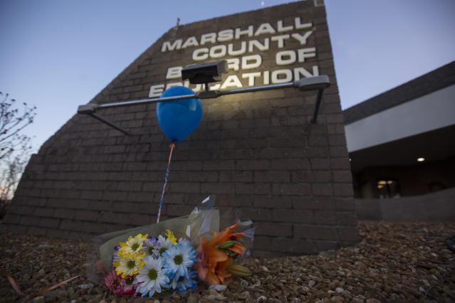 <p>A bouquet of flowers and balloon sit below a sign outside the Marshall County Board of Education in Benton, Ky., Wednesday, Jan 24, 2018. (Photo: Ryan Hermens/The Paducah Sun via AP) </p>