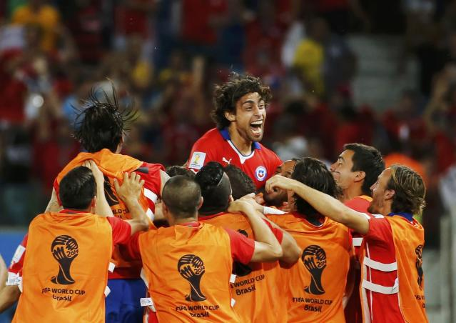 Chile's Jorge Valdivia (top) celebrates his goal against Australia with his teammates during their 2014 World Cup Group B soccer match at the Pantanal arena in Cuiaba June 13, 2014. REUTERS/Eric Gaillard (BRAZIL - Tags: TPX IMAGES OF THE DAY SOCCER SPORT WORLD CUP)