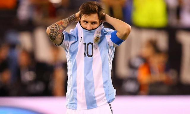 """<span class=""""element-image__caption"""">Argentina's Lionel Messi takes a nervous glance during the shootout at last year's Copa América Centenario final against Chile, who won 4-2 after a 0-0 draw.</span> <span class=""""element-image__credit"""">Photograph: Mike Stobe/Getty Images</span>"""