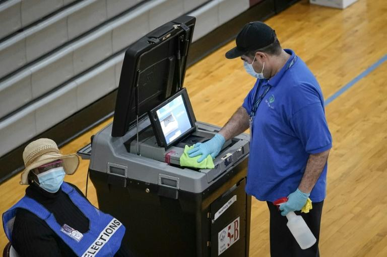 Researchers are warning that an online voting system planned for use in three US states -- which aims to allow people to avoid health risks from crowded polling stations -- lacks adequate security and privacy protections
