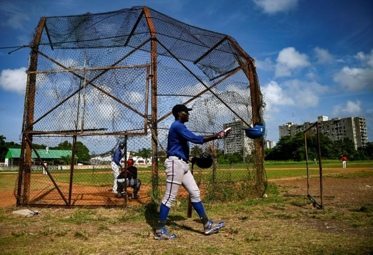 Cuban players are leaving their home country in the midst of a serious economic crisis (AFP/YAMIL LAGE)