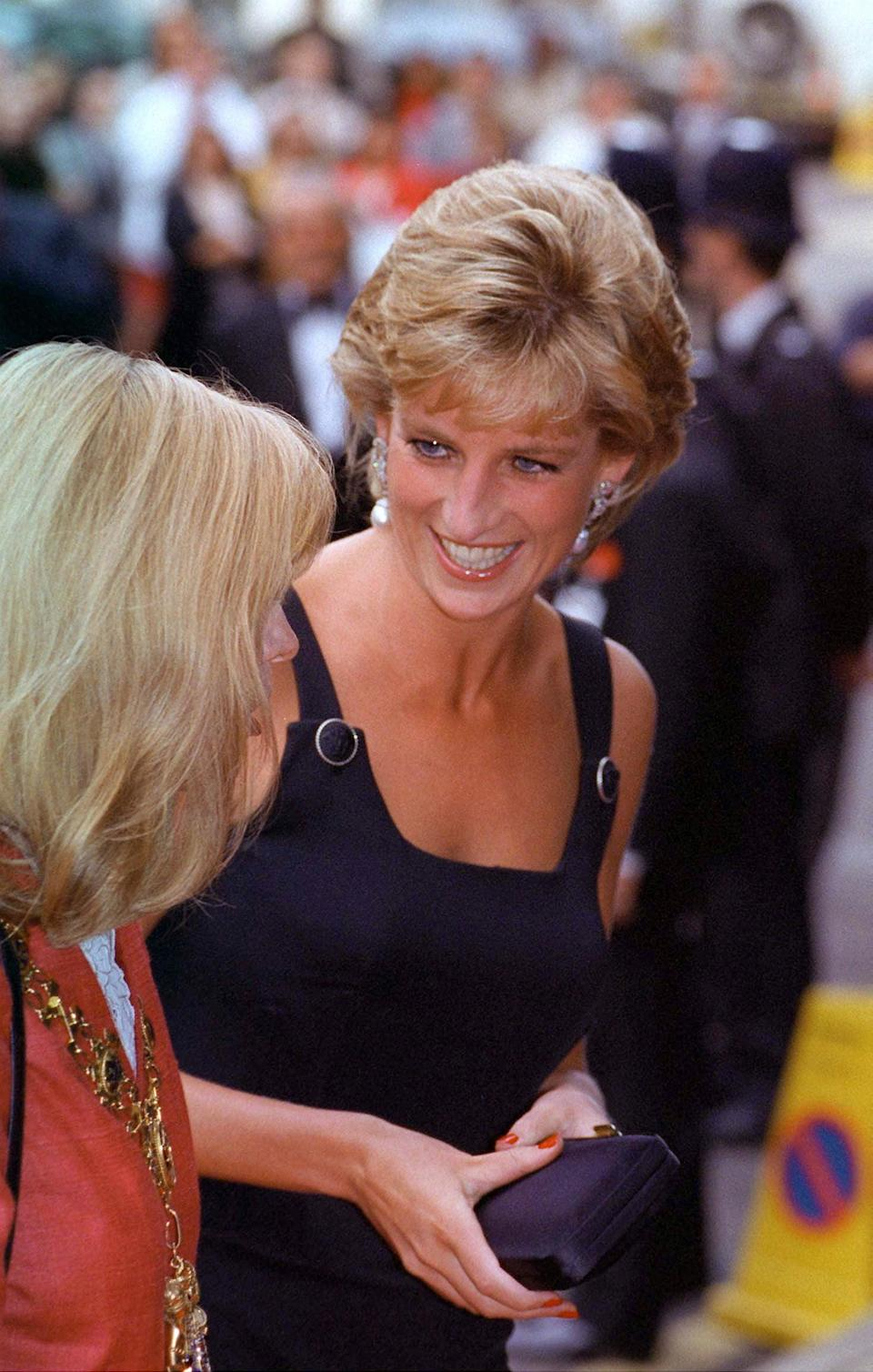 <p>Diana wore her most similar minaudière with an LBD and pearl-and-diamond drop earrings to the premiere of 1995's <strong>Apollo 13</strong> in London.</p>
