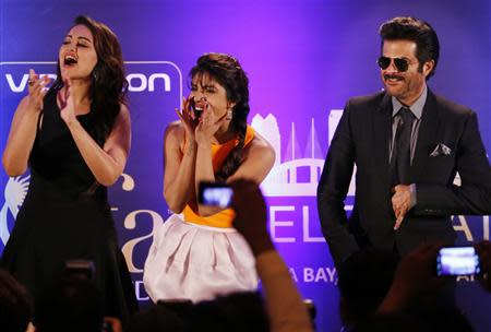 Bollywood Actress Priyanka Chopra and Actress Sonakshi Sinha and Anil Kapoor entertain the crowd ahead of the 15th International Indian Film Academy Awards in Tampa