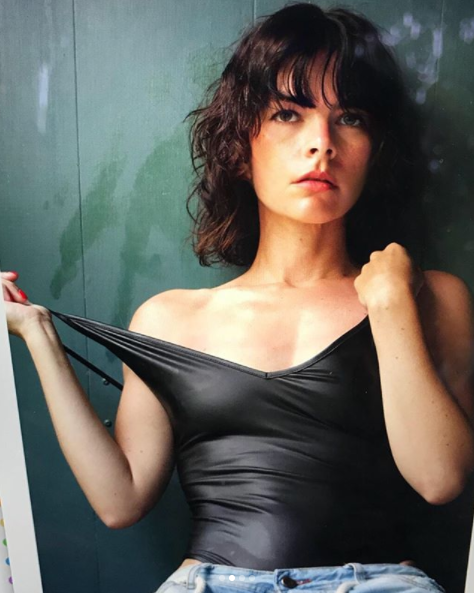 Kelly Oxford faces mom-shaming comments after posing for a sexy photo shoot. (Photo: Instagram/kellyoxford)