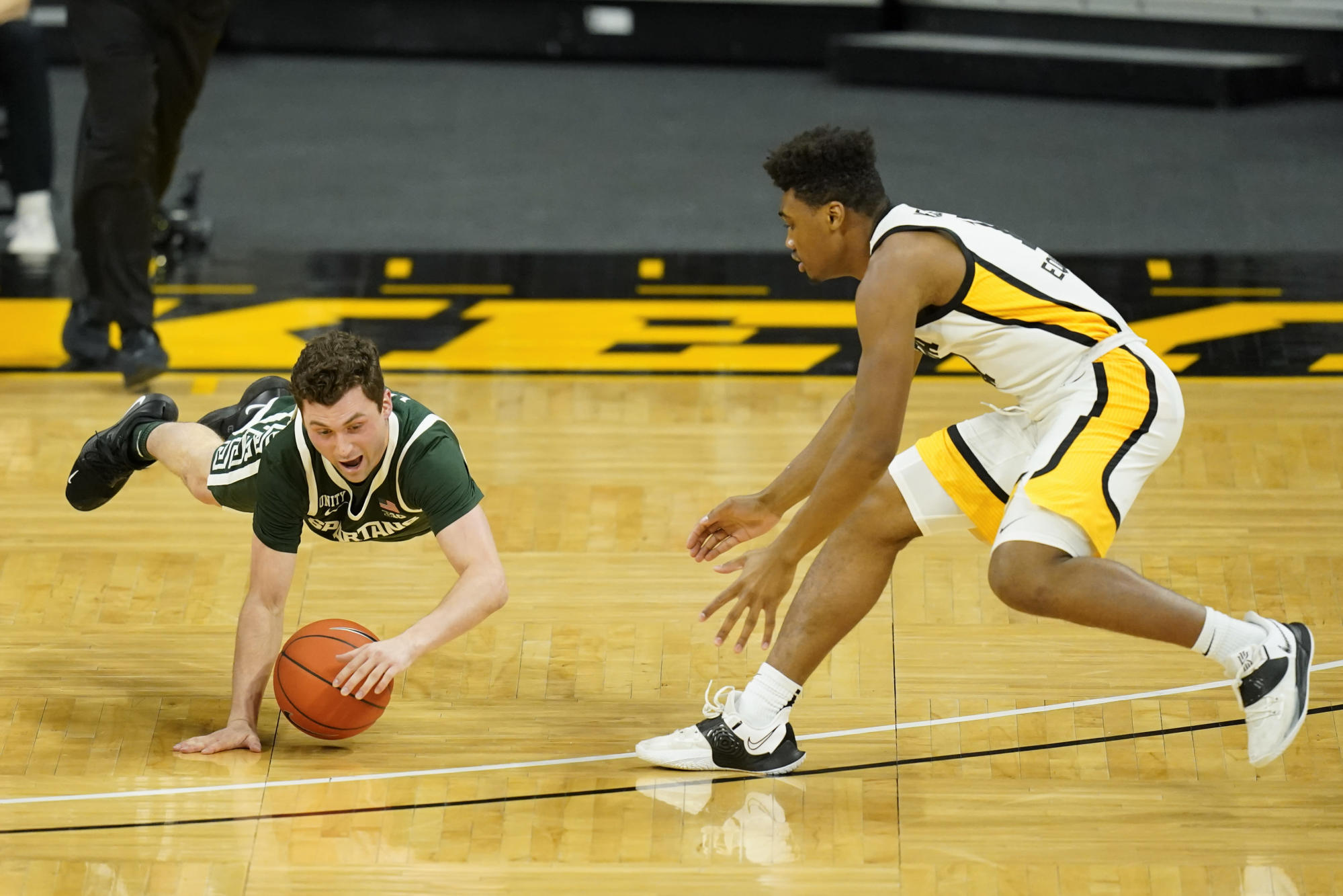 Staggering Spartans struggling with play of point guards - Yahoo Sports