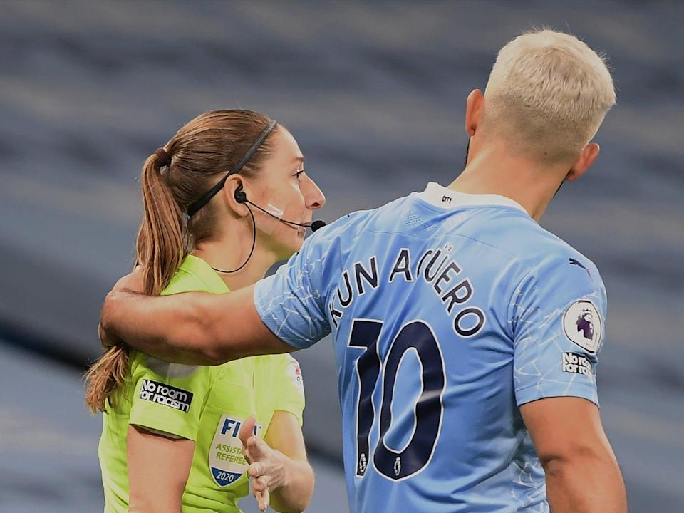 Assistant referee Sian Massey-Ellis and Sergio Aguero (Getty)