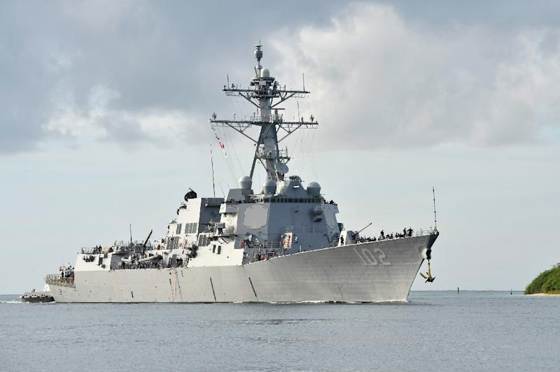 This handout photo taken by the US Navy on November 6, 2014 shows the San Diego-based guided-missile destroyer USS Sampson (DDG 102) arriving at Joint Base Pearl Harbor-Hickam (AFP Photo/Johans Chavarro)