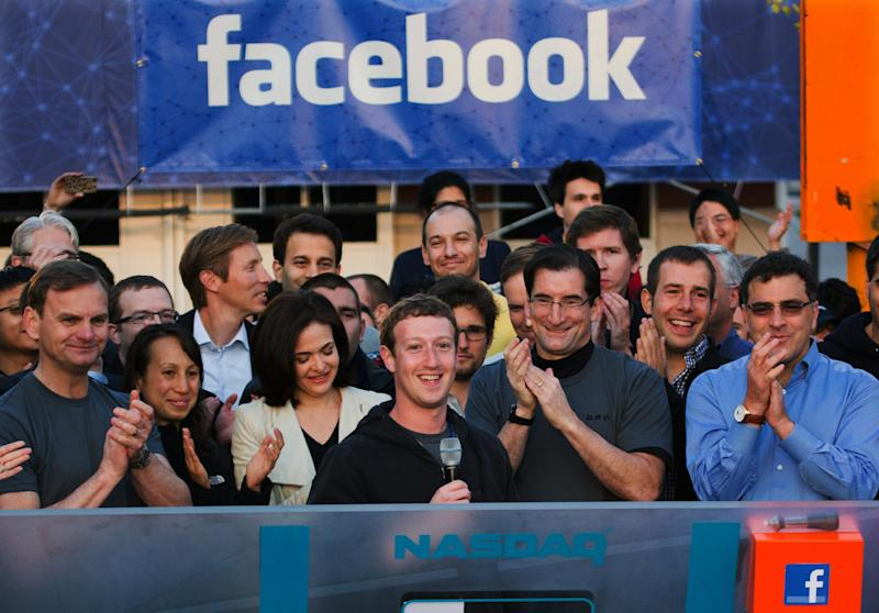 Facebook tests $1 fee for messages to non-friends