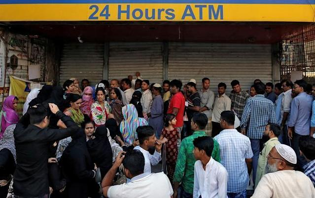 People queue outside a bank to withdraw cash and deposit their old high denomination banknotes in Mumbai, India December 2, 2016. REUTERS/Danish Siddiqui