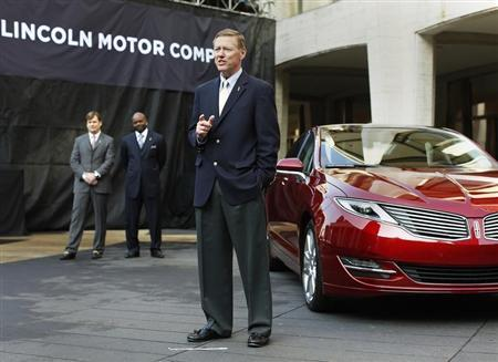 Alan Mulally, president and CEO of Ford Motor Company, speaks next to the Lincoln MKZ mid-size sedan as Jim Farley (L) ,Ford Motor Co. Group Vice-President Marketing and Sales, and former Dallas Cowboys running back Emmit Smith look on during a news conference in New York December 3, 2012. REUTERS/Shannon Stapleton