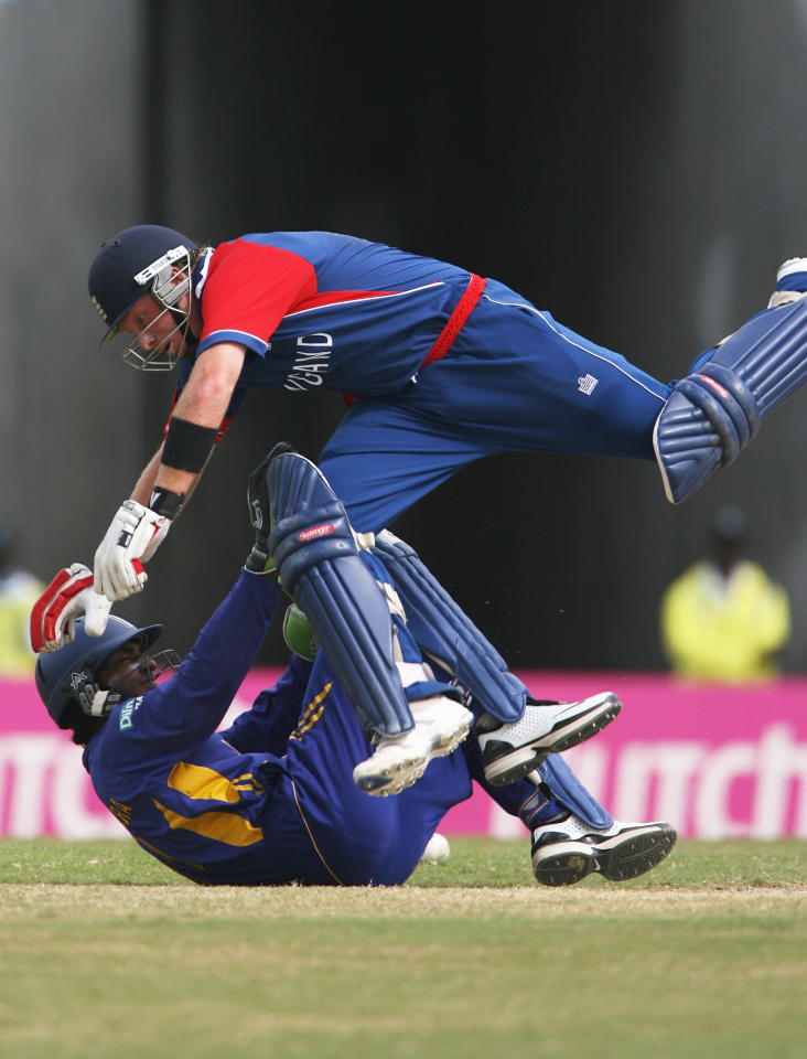 ST. JOHN'S, ANTIGUA AND BARBUDA - APRIL 04:  Ian Bell of England jumps over Kumar Sangakkara of Sri Lanka during the ICC Cricket World Cup Super Eights match between England and Sri Lanka at the Sir Vivian Richards Stadium on April 4, 2007 in St. John's, Antigua and Barbuda.  (Photo by Tom Shaw/Getty Images) *** Local Caption *** Ian Bell;Kumar Sangakkara