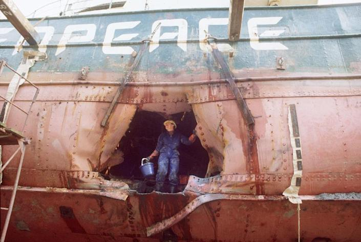 The bombed hull of the Greenpeace flagship Rainbow Warrior, following its sabotage by the French secret service, seen in Auckland port on August 1, 1985 (AFP Photo/Ross White)