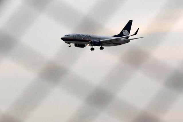 <p>A Boeing 737-700 aeroplane of Aeromexico is seen before landing at the Benito Juarez international airport in Mexico City, Mexico, July 31, 2018. (Photo: Carlos Jasso/Reuters) </p>