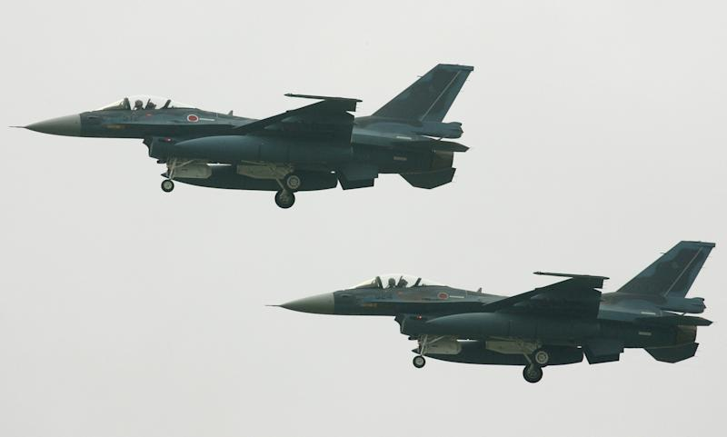 Japanese F-2 fighter jets fly over the Japanese Air Self Defense Force (JASDF) Hyakuri Air Base in Ibaraki prefecture, north of Tokyo, on September 25, 2004