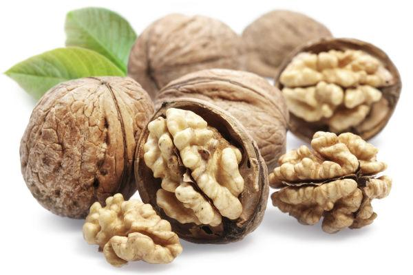 <strong>Handy tips:</strong> <br /><strong>1.</strong> Instead of hazelnuts, you can use equal proportion of walnuts (akhrot).