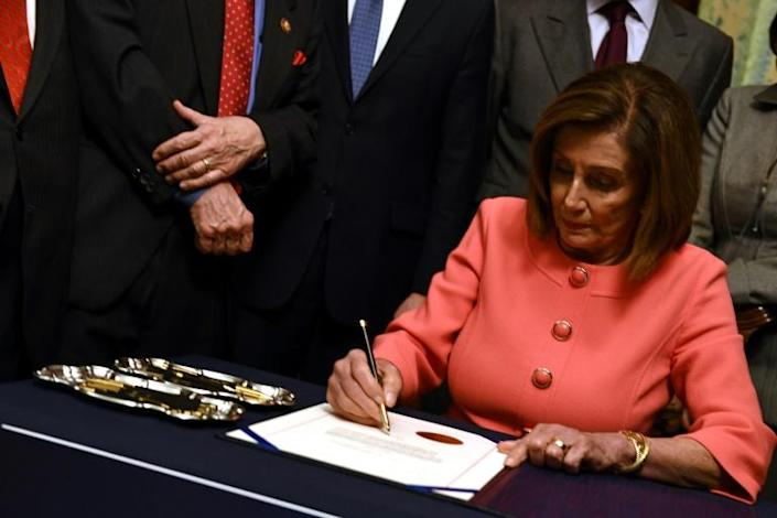 """""""This president will be held accountable"""": US Speaker of the House Nancy Pelosi signs the articles of impeachment against US President Donald Trump (AFP Photo/Brendan Smialowski)"""