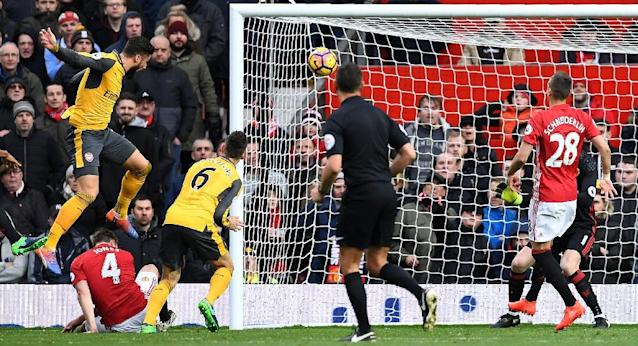 Arsenal's Olivier Giroud (L) scores his team's first goal during the match against Manchester United at Old Trafford on November 19, 2016 (AFP Photo/Paul Ellis)