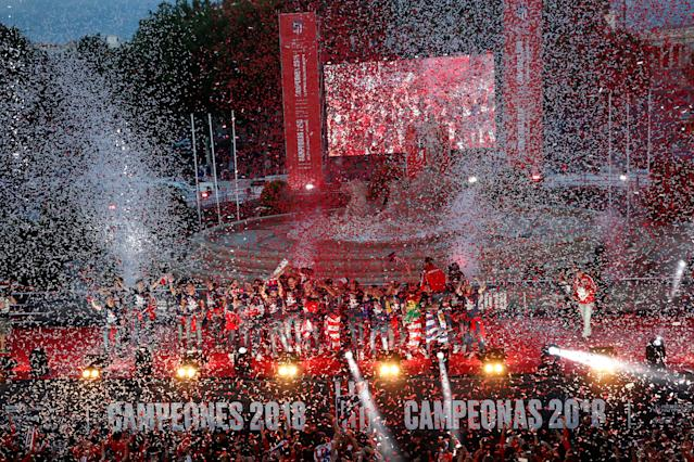 Soccer Football - Atletico Madrid Celebrate Winning The Europa League - Neptuno Square, Madrid, Spain - May 18, 2018 General view of Atletico Madrid players during the celebrations REUTERS/Juan Medina