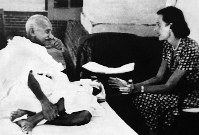Lady Edwina Mountbatten visits Mahatma Gandhi during his hunger strike, following Indian Partition 1947. Mohandas Karamchand Gandhi (1869 - 1948), Gandhi was the preeminent leader of the Indian independence movement in British-ruled India. At 5:17 pm on 30 January 1948. (Photo by: Universal History Archive/ Universal Images Group via Getty Images)