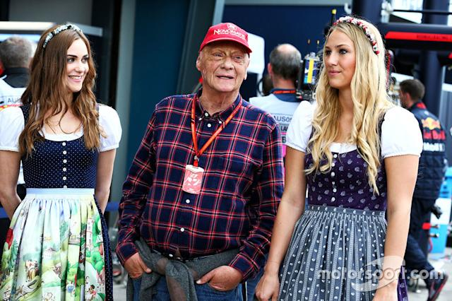 "Niki Lauda, Mercedes Non-Executive Chairman with hot grid girls <span class=""copyright"">XPB Images</span>"