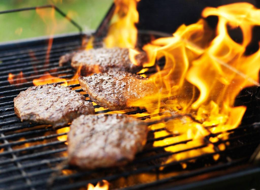"""We've got expert-approved burger tips so that you don't let these amateur blunders ruin BBQ season. You've invested in a shiny new barbecue and even tackled the weed jungle that accumulated in the backyard. Grilling season is here, and now that you've got the perfect setting to flip patties for friends and family, all you need to do is master the classic <a rel=""""nofollow"""" href=""""http://www.eatthis.com/burgers?utm_source=msn&utm_medium=feed&utm_campaign=msn-feed"""">hamburger</a>.  Seems easier than spraying weed killer until your thumb goes numb, right? While many folks don't put much thought into crafting homemade patties, there's more to it than grabbing ground beef and a package of buns. Below, we've rounded up six common mistakes people make when cooking burgers. And we're not gonna leave you in the dark: you'll also find easy solutions to all your grilling woes. Read on to discover how to build a better burger, and then don't forget to throw these <a rel=""""nofollow"""" href=""""http://www.eatthis.com/high-fiber-foods?utm_source=msn&utm_medium=feed&utm_campaign=msn-feed"""">43 Best Foods for Fiber</a> on the grill to round out your meal while you're at it."""