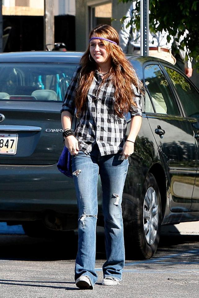 "Thanks to stars such as teen queen Miley Cyrus, ripped jeans are back in fashion! Bro-Rafa/<a href=""http://www.x17online.com"" target=""new"">X17 Online</a> - January 4, 2009"