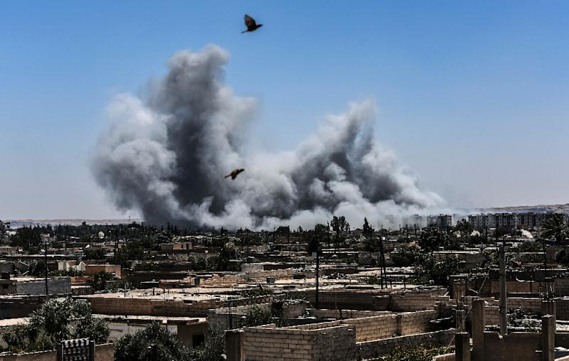 Smoke billows following an airstrike on the western frontline of Raqa on July 15, 2017, during an offensive by the Syrian Democratic Forces (SDF), an alliance of Kurdish and Arab fighters, to retake the city from Islamic State (IS) group fighters (AFP Photo/BULENT KILIC)