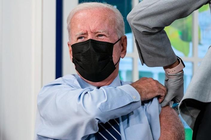 WASHINGTON, DC - SEPTEMBER 27: President Joe Biden receives a booster vaccination shot for CoVID19 in the South Court Auditorium of the Eisenhower Executive Office Building on the White House Complex on Monday, Sept. 27, 2021 in Washington, DC. (Kent Nishimura / Los Angeles Times)