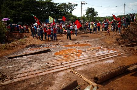 Members of Brazil's Homeless Workers' Movement (MST) protest against Brazilian mining company Vale SA in Brumadinho, Brazil January 31, 2019. REUTERS/Adriano Machado