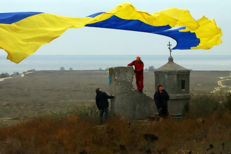 The vessels were greeted from the shore by Ukrainians holding national flags (AFP Photo/Oleksandr GIMANOV)