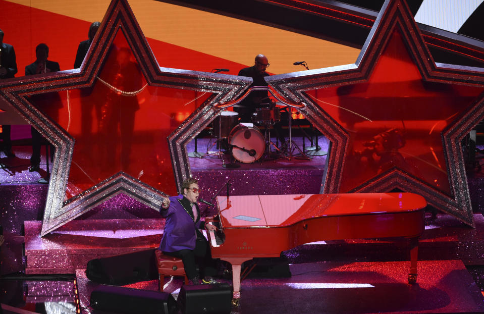 "Elton John performs ""(I'm Gonna) Love Me Again"" nominated for the award for best original song from ""Rocketman"" at the Oscars on Sunday, Feb. 9, 2020, at the Dolby Theatre in Los Angeles. (AP Photo/Chris Pizzello)"