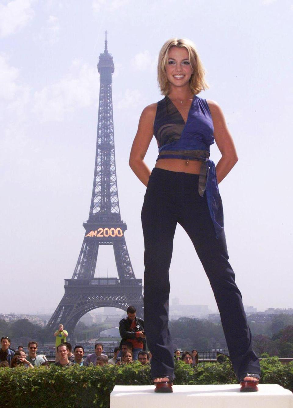 <p>Just a cute photo of Brit in a crop top and platforms in front of the Eiffel Tower. So fashun.</p>