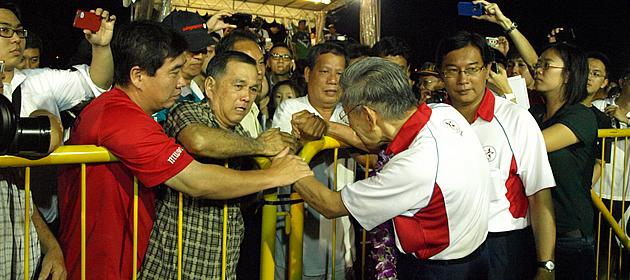 An ardent supporter breaks down upon meeting Mr Chiam See Tong, clutching both his hands and giving the latter his best wishes. (Yahoo! photo/Christine)