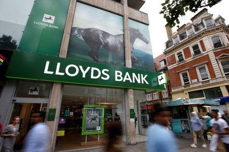 People walk past a branch of Lloyds Bank on Oxford Street in London, Britain, July 28, 2016. REUTERS/Peter Nicholls/Files