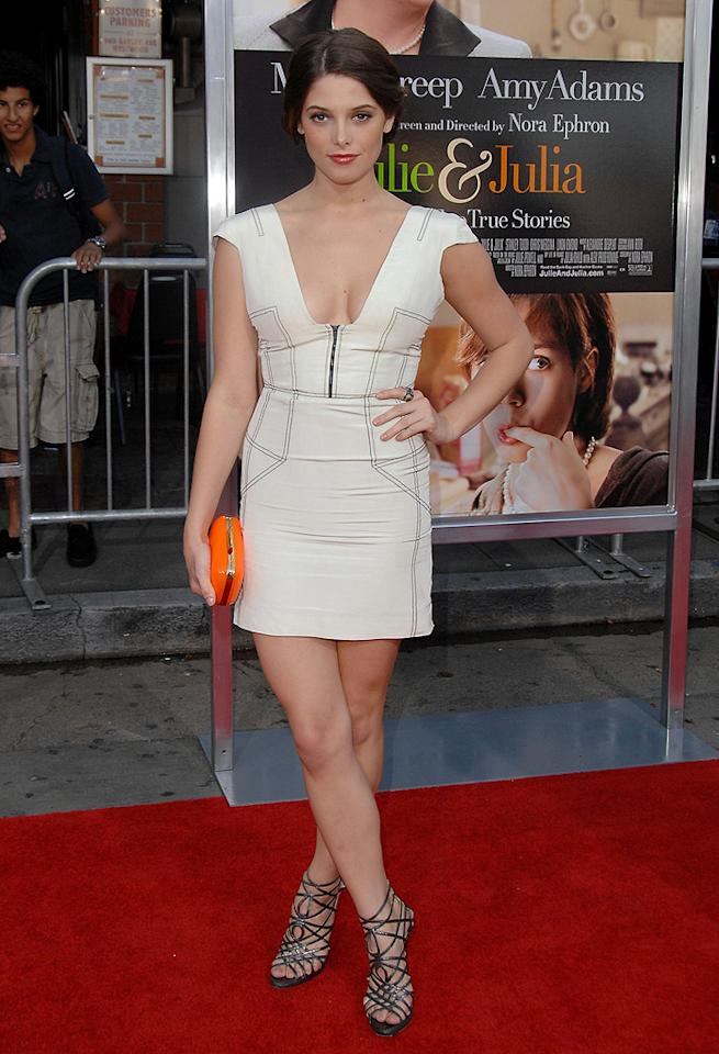 "<a href=""http://movies.yahoo.com/movie/contributor/1810024386"">Ashley Greene</a> at the Los Angeles premiere of <a href=""http://movies.yahoo.com/movie/1810006886/info"">Julie & Julia</a> - 07/27/2009"