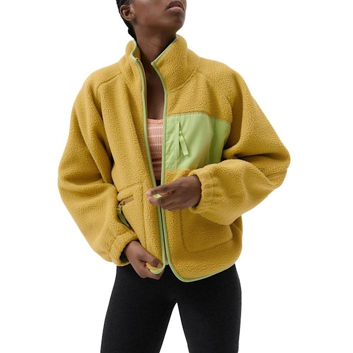 """<p><strong>Urban Outfitters</strong></p><p>urbanoutfitters.com</p><p><strong>$44.99</strong></p><p><a href=""""https://go.redirectingat.com?id=74968X1596630&url=https%3A%2F%2Fwww.urbanoutfitters.com%2Fshop%2Fuo-stormy-plush-fleece-jacket&sref=https%3A%2F%2Fwww.elle.com%2Ffashion%2Fshopping%2Fg23654253%2Fbest-gifts-under-50-ideas%2F"""" rel=""""nofollow noopener"""" target=""""_blank"""" data-ylk=""""slk:Shop Now"""" class=""""link rapid-noclick-resp"""">Shop Now</a></p><p>This is the kind of jacket they can throw over any outfit. </p>"""