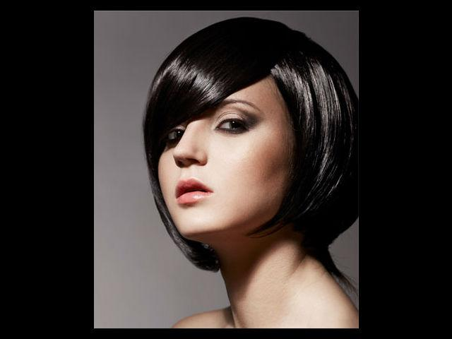 <b>3. Bob cut</b><br /><br /> Bob haircut defines a very focused; no nonsense woman, who exudes power as well elegance with her hairstyle and personal style. It is a very simple hairstyle and requires virtually no styling. It can be a little difficult to carry off and is more suited to rounder faces. <br /><br /><b>Best Suits: </b>The sharp curves of a bob cut seamlessly blends with a roundish face and gives it a dramatic look.