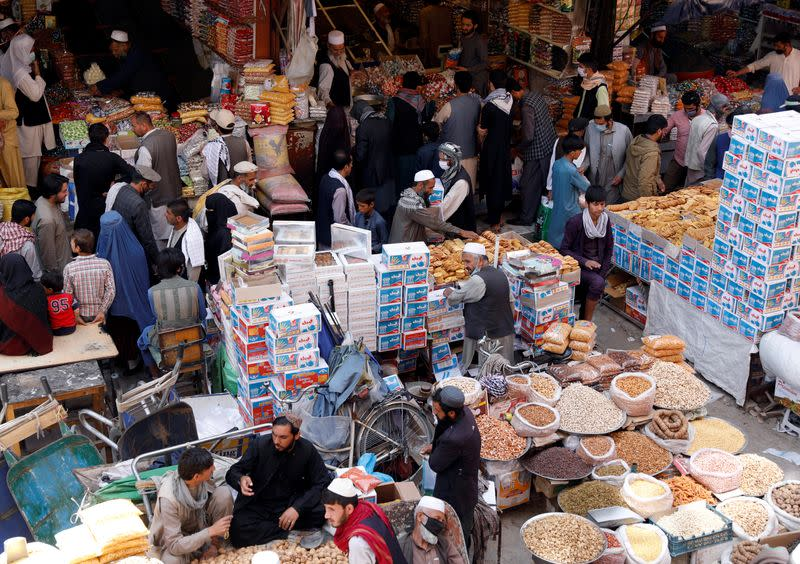 Afghans throng markets ahead of Muslim holiday despite virus fears