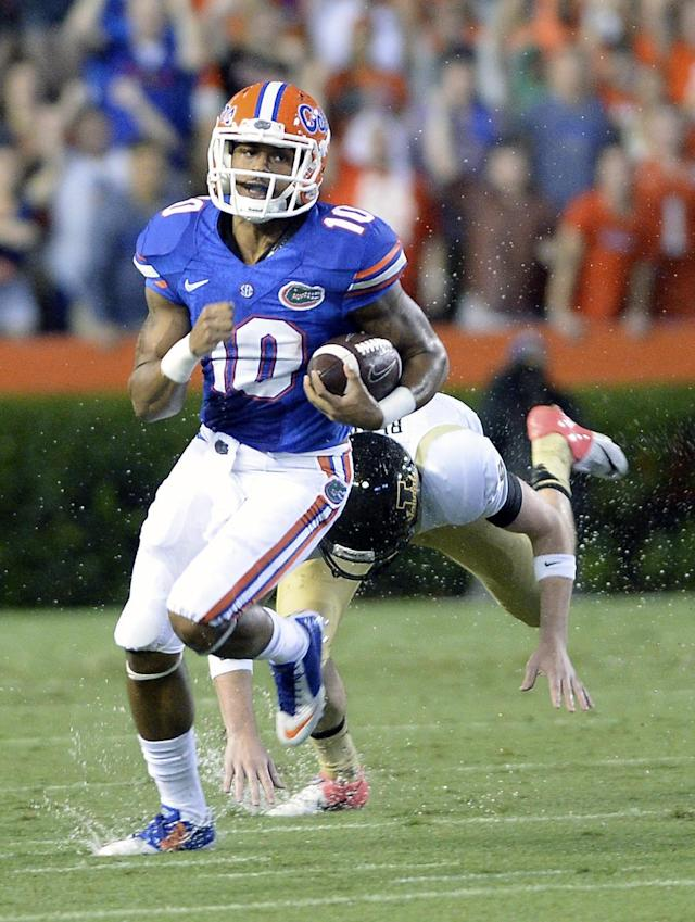 Florida's Valdez Showers (10) runs back a 66-yard kickoff return past Idaho defensive lineman Anthony Rice during the first half of an NCAA college football game in Gainesville, Fla., Saturday, Aug. 30, 2014. (AP Photo/Phil Sandlin)