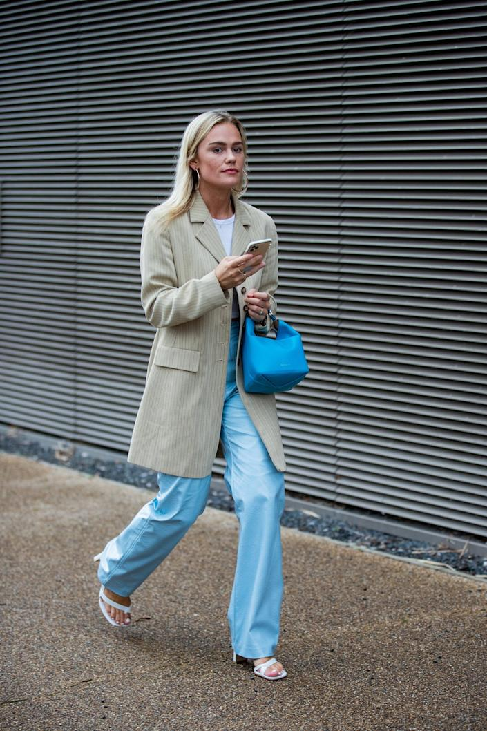 <p>We love the addition of the punchy robin's egg blue bag to punch up the faded denim and neutral jacket combo. </p>