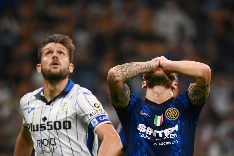 Federico Dimarco (R) missed the penalty that would have handed Inter Milan victory over Atalanta (AFP/Marco BERTORELLO)