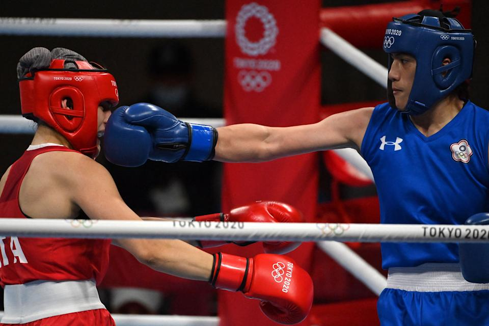 Italy's Angela Carini (red) and Chinese Taipei's Nien-Chin Chen fight during their women's welter (64-69kg) preliminaries round of 16 boxing match during the Tokyo 2020 Olympic Games at the Kokugikan Arena in Tokyo on July 27, 2021.  / AFP / Luis ROBAYO