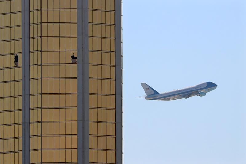 Air Force One departs Las Vegas past the broken windows on the Mandalay Bay hotel, where shooter Stephen Paddock conducted his mass shooting along the Las Vegas Strip in Las Vegas, Nevada, U.S., October 4, 2017. (Mike Blake / Reuters)