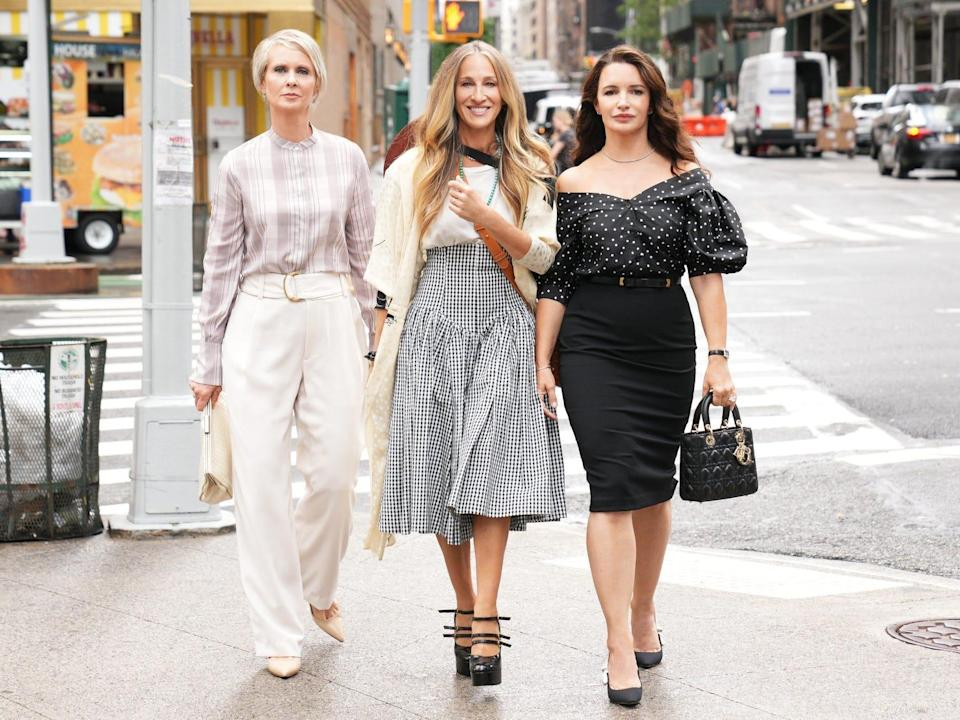 first look photo from sex and the city reboot: sarah jessica parker, cynthia nixon, kristin davis