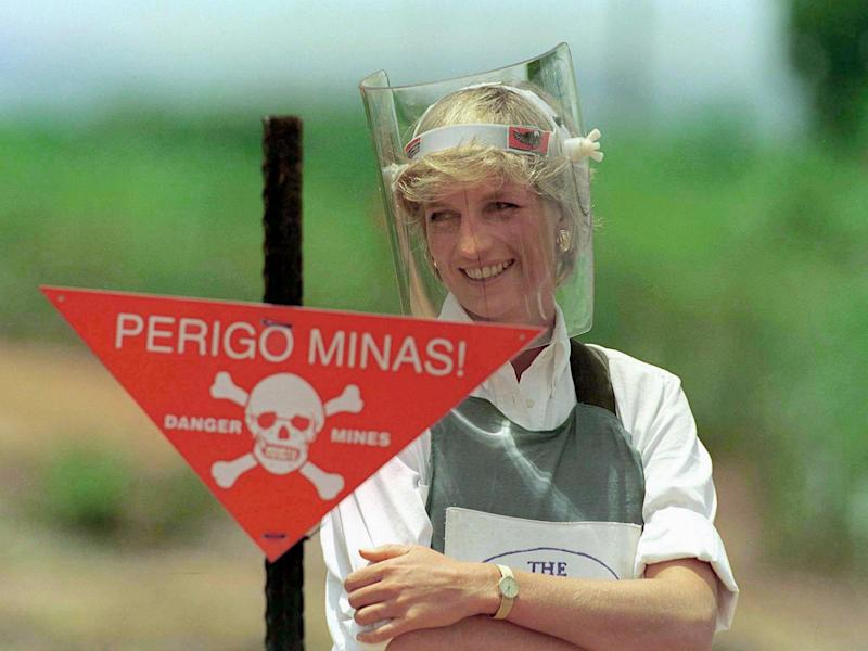 HUAMBO, ANGOLA - JANUARY 15: Diana, Princess Of Wales, Visiting A Mined Area In Huambo, Angola, Currently Being Cleared By The Charity Halo Trust (Photo by Tim Graham Photo Library via Getty Images)