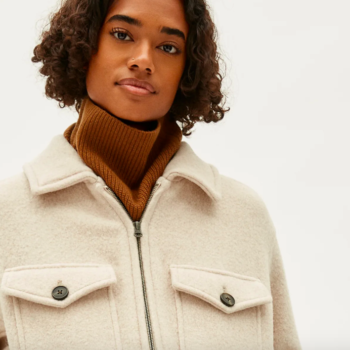 The Cashmere Neck Warmer in Whiskey. Image via Everlane.