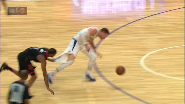 Trevor Ariza is not going to let Blake Griffin go. (Screencap via NBA)