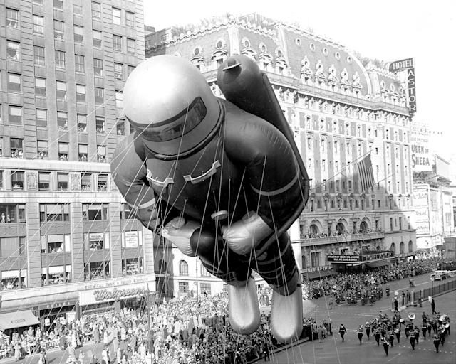 <p>Helium-filled rubber space man, 70 feet tall, indicative of the latest adventure interest of America's kids, bobs along in 27th annual Macy's Thanksgiving Day parade, Nov. 26, 1953. (Photo: Nick Sorrentino/New York Daily News Archive/Getty Images) </p>